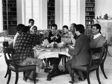 Patrick Leigh Femor sharing lunch with friends in Kardamyli